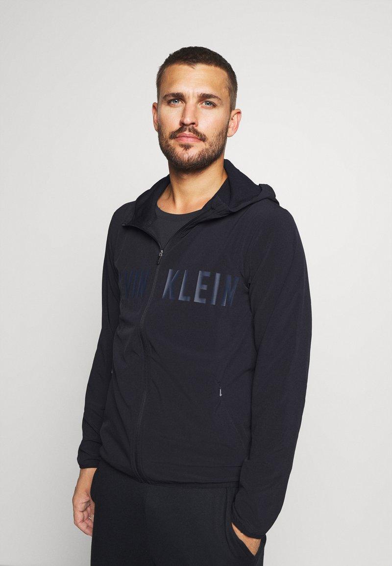 Calvin Klein Performance - WINDJACKET - Sportovní bunda - black
