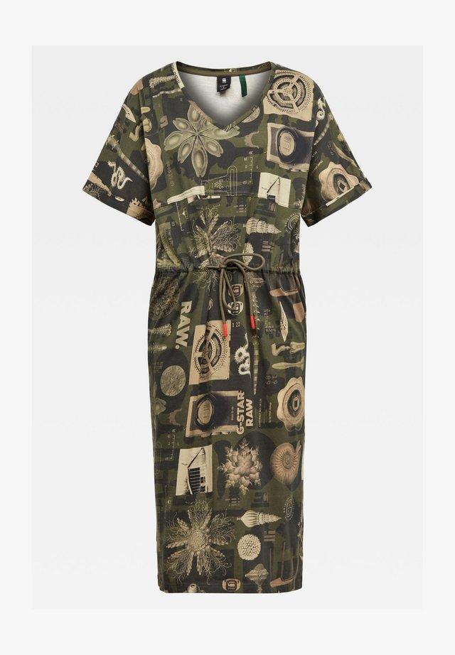 ADJUSTABLE WAIST ALLOVER - Korte jurk - combat museum camo
