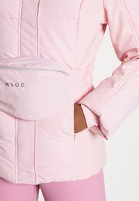 Missguided - SKI JACKET WITH MITTENS AND BUMBAG  - Winter jacket - pink - 7