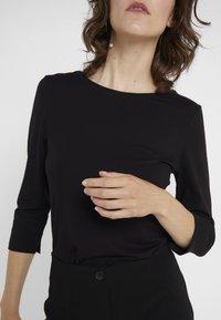 RIANI - Långärmad tröja - black - 3