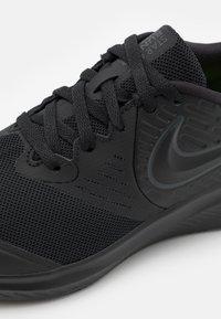 Nike Performance - STAR RUNNER 2 UNISEX - Neutral running shoes - black/anthracite/volt - 5
