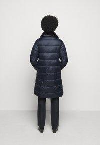 Barbour - TEASEL QUILT - Zimní kabát - dark navy - 2