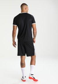 Puma - LIGA - kurze Sporthose - black/white - 2