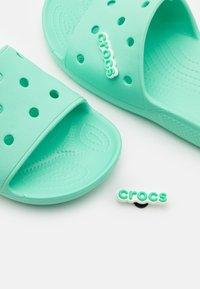 Crocs - CLASSIC SLIDE UNISEX - Pantofle - pistachio - 5