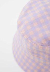 PULL&BEAR - MIT VICHYKAROS - Klobouk - purple - 1