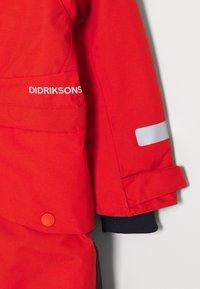 Didriksons - BJÖRNEN KIDS COVER - Snowsuit - poppy red - 6