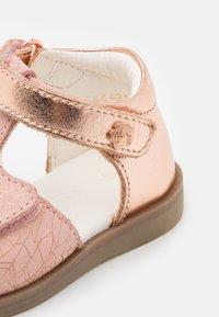 Kickers - GIUSTICIA - Sandals - rose - 5