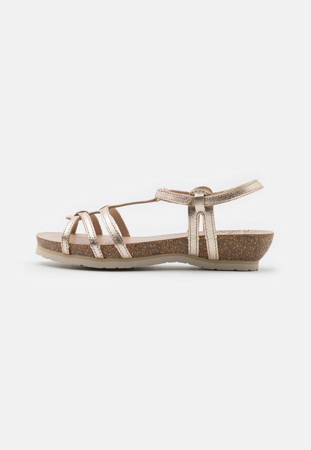 DORI SHINE  - Sandaalit nilkkaremmillä - gold