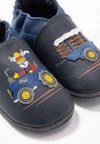 Robeez - RABBIT FARMER - First shoes - marine - 6