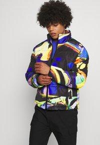 Vintage Supply - ART PRINT PUFFER JACKET - Winter jacket - blue - 0