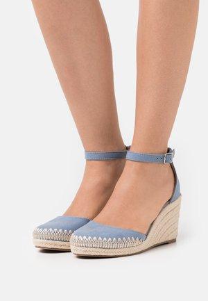 Zapatos de plataforma - light blue