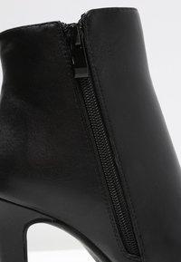 Buffalo - Kotníková obuv na vysokém podpatku - black - 5