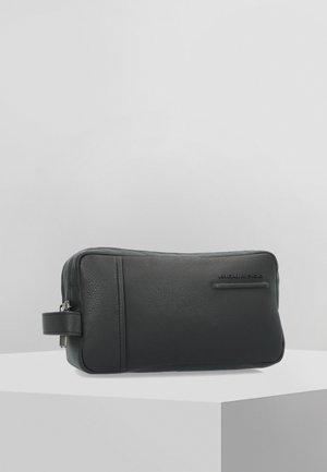 AKRON - Wash bag - black