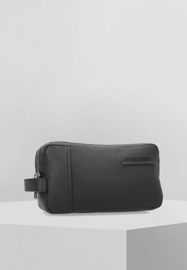 AKRON - Trousse de toilette - black