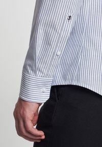 Seidensticker - SMART BUSINESS SLIM FIT - Shirt - llight blue/white - 3