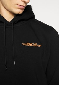 Carhartt WIP - HOODED INTERNATIONAL OPERATIONS - Sweat à capuche - black/red - 5