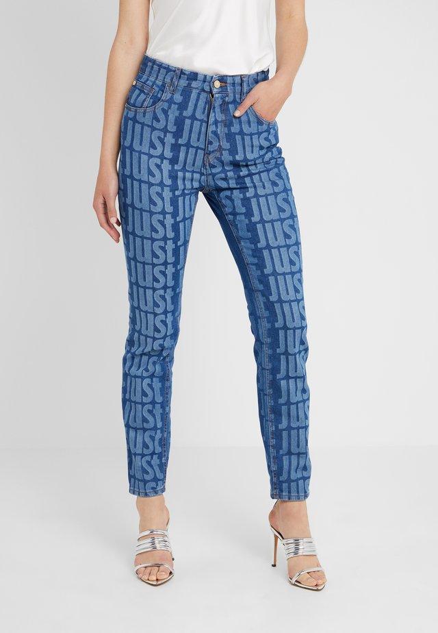 LA PANTALONE - Slim fit jeans - denim