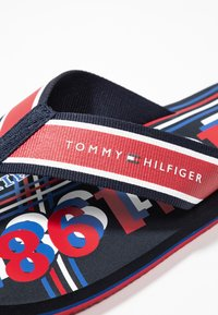 Tommy Hilfiger - CITY PRINT BEACH  - Sandalias de dedo - red - 5