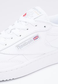 Reebok Classic - CLUB C 85 LEATHER UPPER SHOES - Matalavartiset tennarit - white/sheer grey - 5