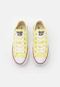 Converse - CHUCK TAYLOR ALL STAR LIFT - Zapatillas - light zitron/white/black - 3