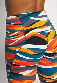 Sweaty Betty - POWER 7/8 WORKOUT LEGGINGS - Tights - orange hills print - 3