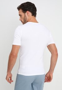Zalando Essentials - 3 PACK - Aluspaita - white - 2