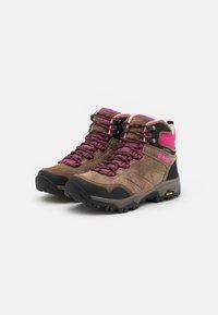 Hi-Tec - ENDEAVOUR WP WOMENS - Zapatillas de senderismo - brown/black/fuschia - 1