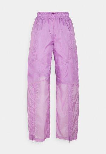 STREET PANT - Pantalones - violet shock/white