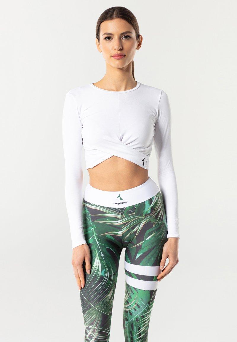 carpatree - GAIA - Camiseta estampada - white