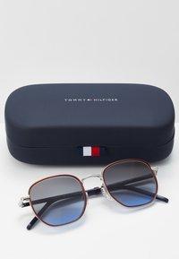 Tommy Hilfiger - Sunglasses - palladium - 2