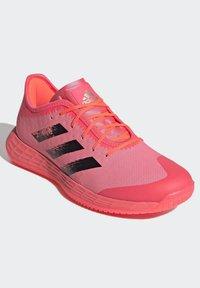 adidas Performance - ADIZERO LIGHTSTRIKE INDOOR SPORTS SHOES - Handball shoes - sigpnk/cblack/coppmt - 3