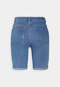 ONLY - ONLRAIN LIFE MID LONG - Jeansshort - medium blue denim - 6