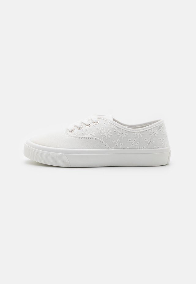 VEGAN JAMIE LACE UP PLIMSOLL - Trainers - white