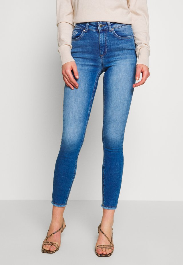 ONLBLUSH LIFE - Skinny džíny - medium blue denim
