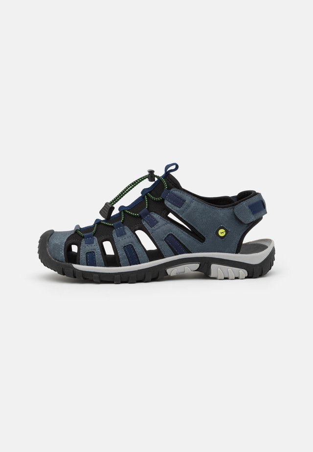 COVE SPORT - Vaellussandaalit - navy/lime