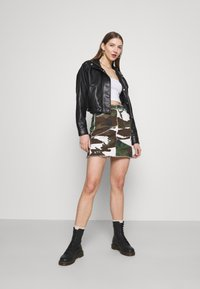 Missguided - CONTRAST CAMO PANEL RAW HEM MINI SKIRT - Mini skirt - khaki - 1