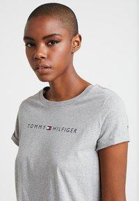 Tommy Hilfiger - ORIGINAL TEE LOGO - Pyjama top - grey heather - 3