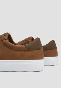 PULL&BEAR - Trainers - brown - 3