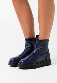 L37 - HEY GIRL! - Classic ankle boots - navy blue - 0