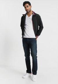 Tommy Jeans - ORIGINAL TRIBLEND V-NECK TEE REGULAR FIT - Basic T-shirt - classic white - 1