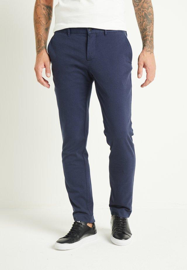 CHAZE - Chino kalhoty - navy