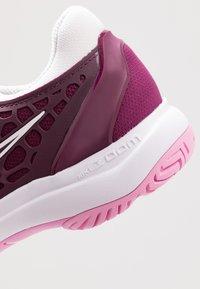 Nike Performance - AIR ZOOM CAGE HC - Tenisové boty na všechny povrchy - bordeaux/pink rise/white - 5