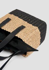 PULL&BEAR - ZWEIFARBIGE  - Handbag - black - 4