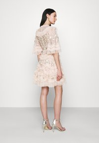 Needle & Thread - LALABELLE MINI DRESS - Koktejlové šaty/ šaty na párty - strawberry icing - 2