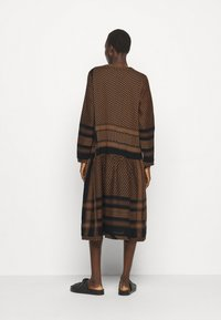 CECILIE copenhagen - JOSEFINE - Denní šaty - black/oak - 2