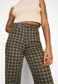 Topshop - DOG RUNWAY - Džíny Relaxed Fit - brown - 3