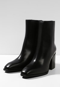 Aeyde - LEANDRA - Classic ankle boots - black - 3