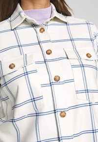 EDITED - VIANNA BLOUSE - Camisa - weiß/blau - 5