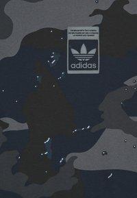 adidas Originals - CAMO TEE - T-shirt con stampa - night navy - 2