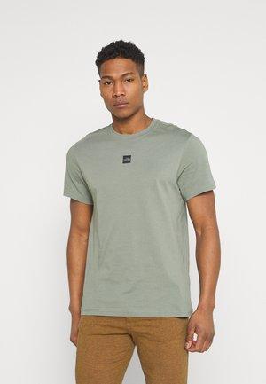 The North Face FINE TEE - T-shirt z nadrukiem - mineral grey/szary Odzież Męska JURI